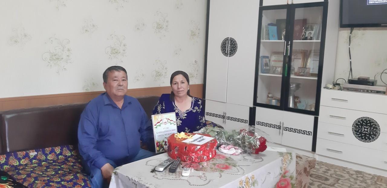 Тӯҳфаи Раиси вилояти Суғд ба оилаҳои намунавии шаҳри Конибодом
